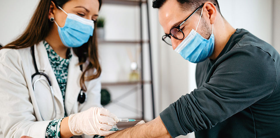 Medical Assistant vs. Phlebotomist: Which Is a Better Career Choice